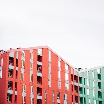 Nieuwe lichte huizen met appartementen