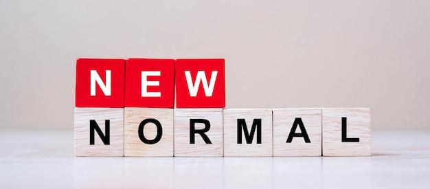 Nieuwe normale kubusblokken op lijstachtergrond