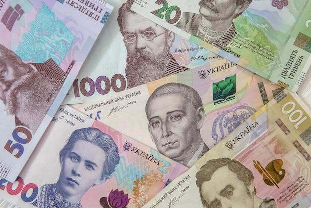 Nieuwe oekraïne geldbankbiljetten als achtergrond voor ontwerp. uah contant