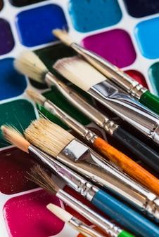Nieuwe penselen op aquarel
