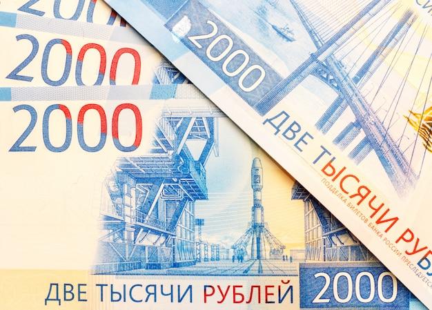 Nieuwe russische bankbiljetten in coupures van 2000 roebelclose-up