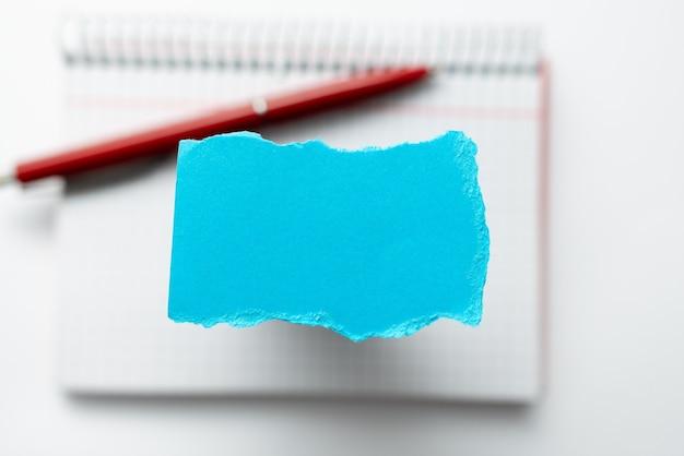 Nieuwe schrijfconcepten bedenken, schrijversblok doorbreken, belangrijke gedachten opschrijven, abstracte fouten bedekken, geschreven verslagen maken, woordspelletjes spelen