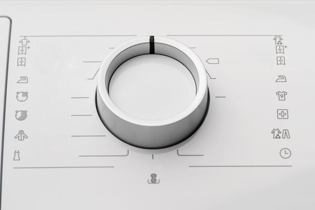 Nieuwe wasmachine in een winkel voor huishoudelijke apparaten