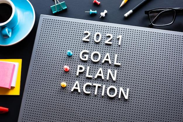 Nieuwjaar 2021, doel, plan, actietekst met tekst op bureautafel. bedrijfsbeheer. motivatie voor ideeën voor succesconcepten