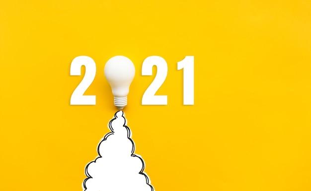 Nieuwjaar 2021 ideeën plat leggen met raket gloeilamp op geel