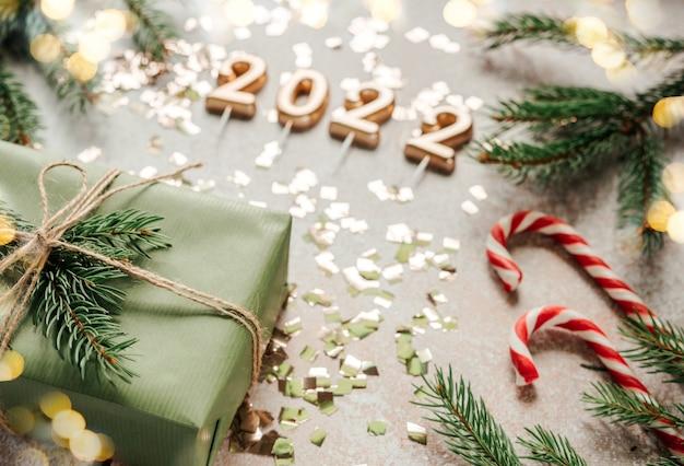 Nieuwjaar 2022 nummers op kerstmis achtergrond