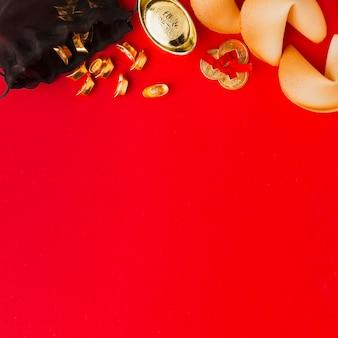 Nieuwjaar chinese 2021 gelukskoekjes en gouden voorwerpen