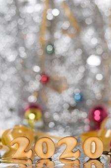 Nieuwjaar gedateerde nummers op tafel