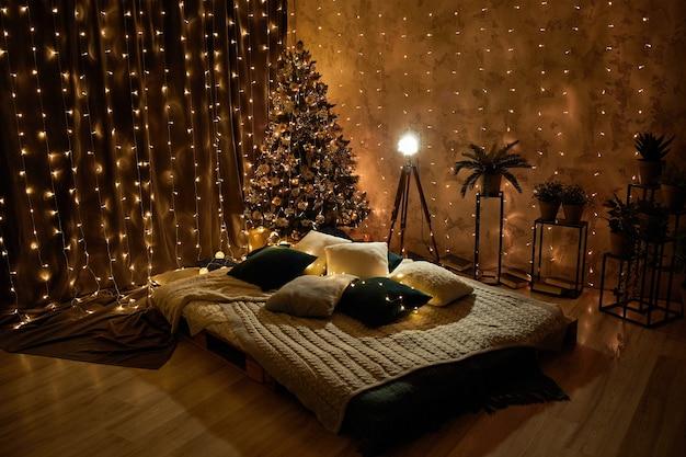 Nieuwjaar interieur in studio. kerst decoratie