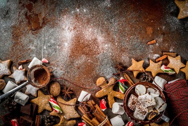 Nieuwjaar, traktaties voor kerstmis, snoep. kop warme chocolademelk met gebakken marshmallow