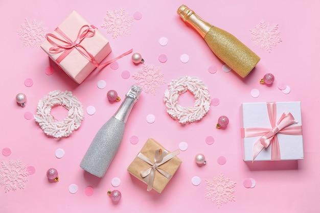 Nieuwjaarsamenstelling met champagne op kleurenachtergrond