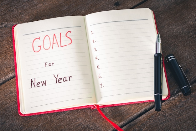 Nieuwjaarsdoelen met notitieboekje en pen