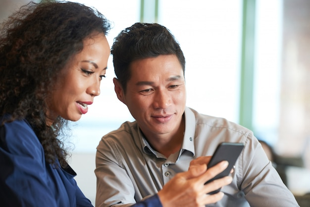 Nieuws lezen in smartphone