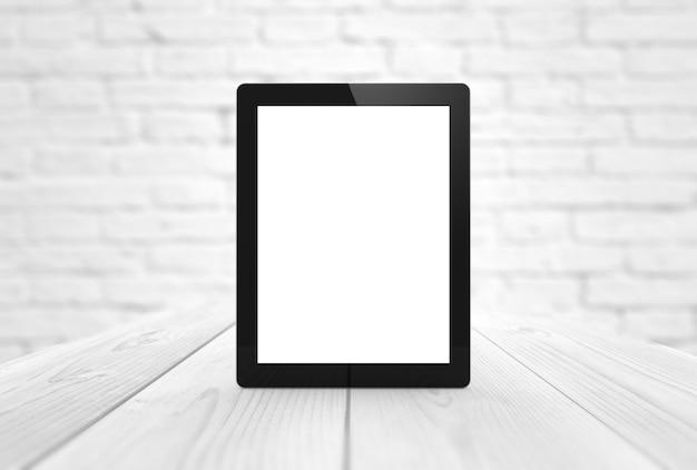 Nieuwstablet met het lege scherm op houten lijst