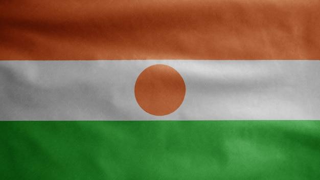 Nigeriaanse vlag zwaaien op wind. niger banner waait gladde zijde. doek stof textuur vlag
