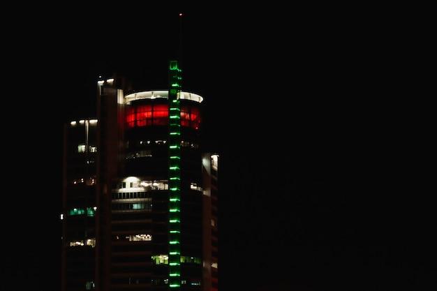 Night city nachtgebouw, gebouwverlichting.