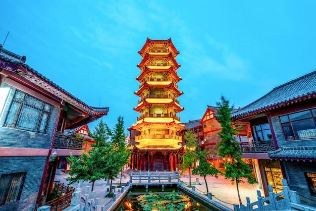 Nightscape van de oude stad van qingzhou, shandong-provincie, china