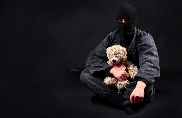 Ninja met teddybeer