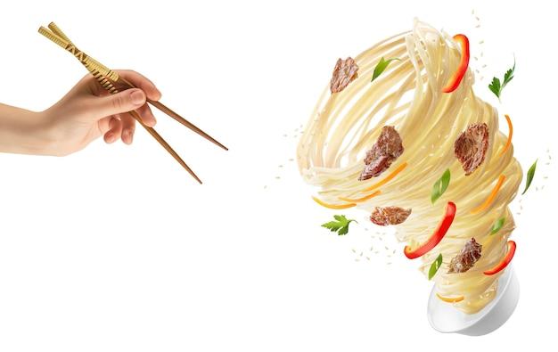 Noedels met groenten en vlees in de vorm van een tornado. hand met houten stokken en een kom met noedels, rode paprika, wortelen, uien en vlees.
