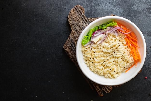 Noedels rijst of tarwe groenten cellofaan pasta