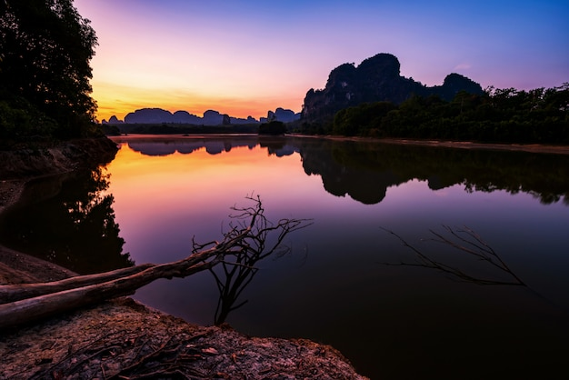 Nong talay-landschap bij dageraad, krabi