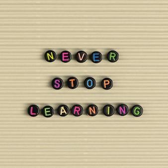 Nooit stoppen met leren kralen bericht typografie