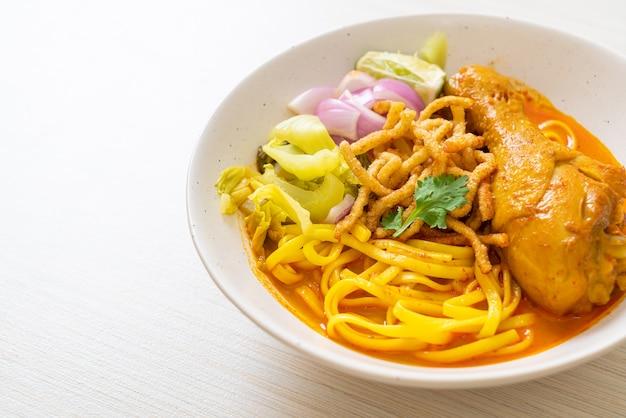 Noord-thaise noedel-currysoep met kip