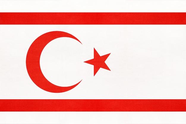 Noordelijke cyprus nationale stoffenvlag, textielachtergrond. symbool van aziatische wereld land.
