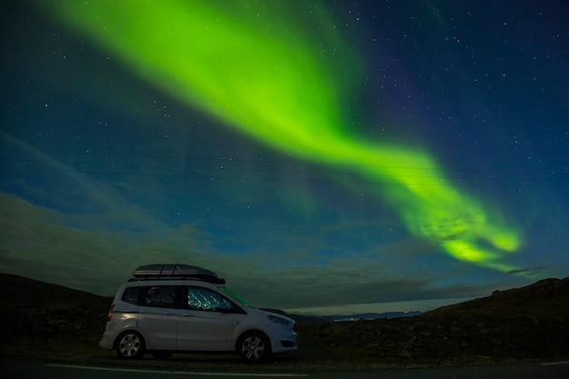 Noorderlicht in nordkapp, noord-noorwegen. europa.