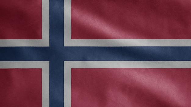 Noorse vlag wappert in de wind. close-up van noorwegen sjabloon blazen, zachte en gladde zijde. doek stof textuur ensign achtergrond. gebruik het voor het concept van nationale dagen en landelijke gelegenheden