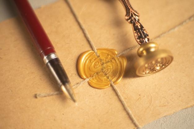 Notaris pen en stempel op testament en testament. notaris-instrumenten