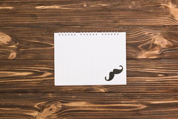 Notebook en decoratieve snor