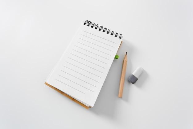 Notebook op een witte achtergrond