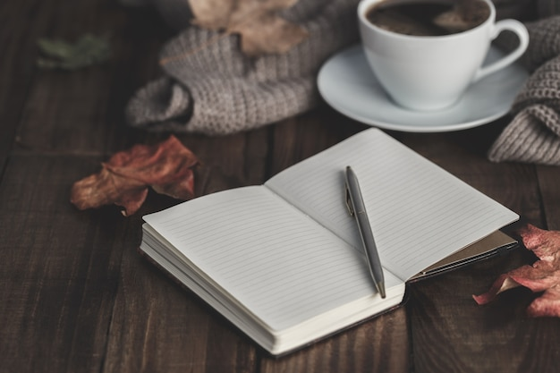 Notebook, pen en koffie