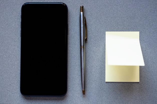 Notebook voor records in de telefoon om informatie in het geheugen op te slaan