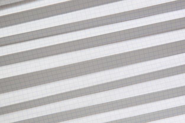 Notebookpapier met blauwe gevouwen rasterlijnen