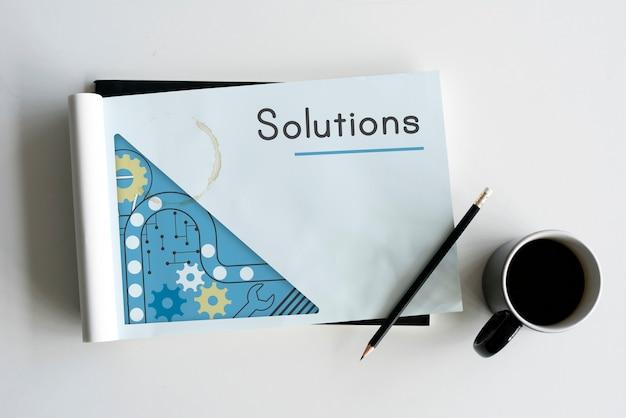 Notitieboekje met oplossingenwoord op een omslag