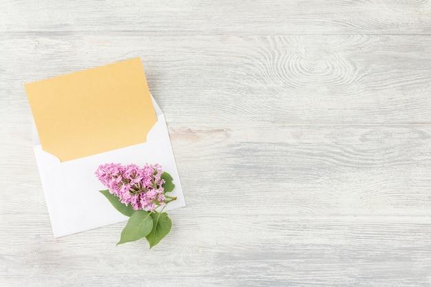 Notitieboekje met pen en lila