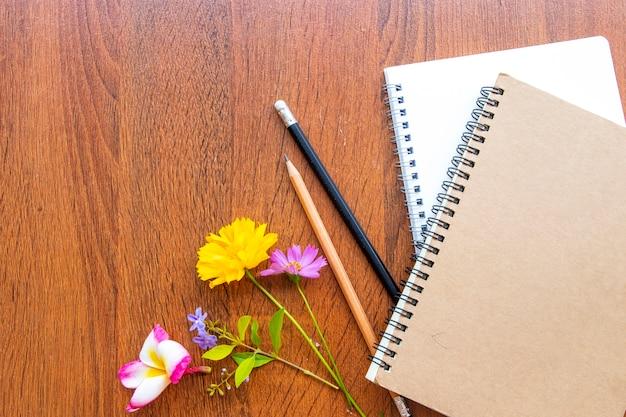 Notitieboekje voor zaken met bloemen