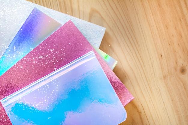 Notitieboekjes van heldere en vrolijke kleuren met sterren en fantasieglitter