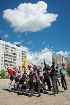 Novosibirsk, rusland, 20 mei 2016: kinderdag met clowns