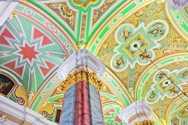 Ns. petersburg, rusland federatie - 27 juni: interieur van peter en paul fortress. foto genomen in sint-petersburg, in de petrus- en pauluskerk, het interieur van het fort op 27 juni 2012.