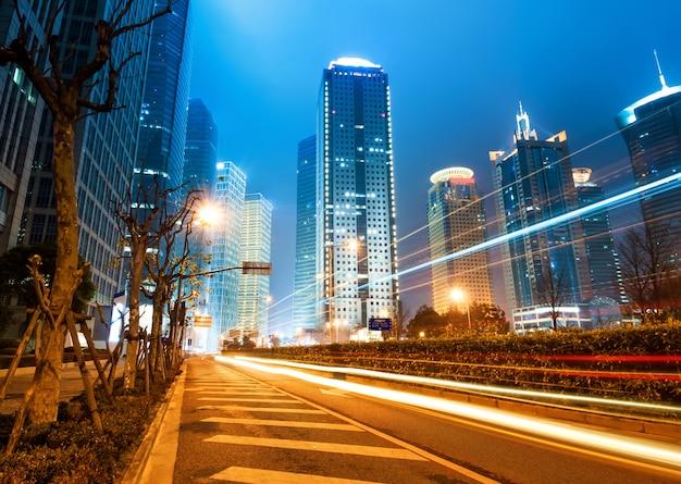 Nu de stad 's nachts
