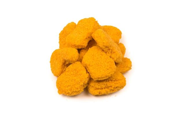 Nuggets geïsoleerd op een wit oppervlak.