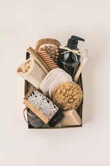 Nul afval schoonheid lichaamsverzorging items op kleur papier achtergrond