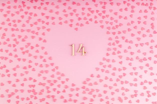 Nummer 14 veertien gemaakt van hout in hartvormige decoratie met kleine harten