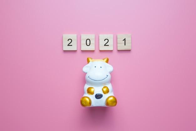 Nummer 2021 en de stier is een symbool van het nieuwe jaar 2021