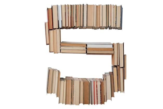 Nummer 5 gemaakt van boeken geïsoleerd op wit