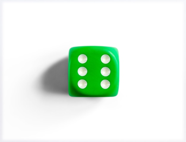 Nummer 6 op groene dobbelstenen
