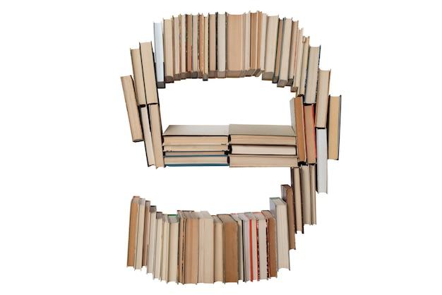 Nummer 9 gemaakt van boeken geïsoleerd op wit